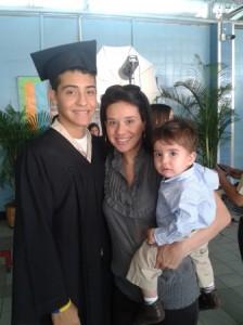 Carla S. con sus hijos